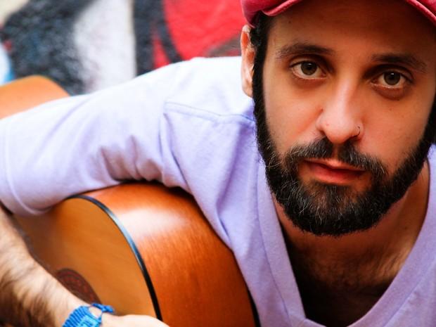 Cantor Kacá Novais se apresenta em Mogi. (Foto: Ana Catarina/Reprodução)