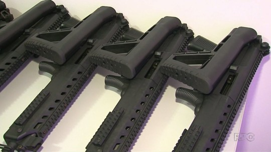 Moradores fazem 'vaquinha' e compram armas para a polícia