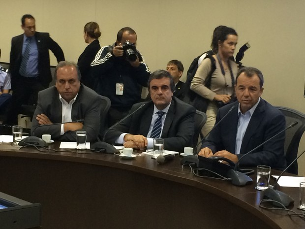 Autoridades se reúnem para definir destino de tropas federais no Rio (Foto: Daniel Silveira / G1)