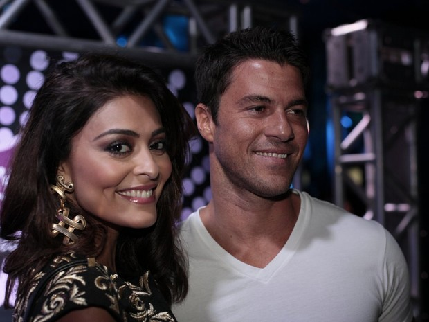 Juliana Paes e o marido, Carlos Eduardo Baptista, em festa de Preta Gil no Rio (Foto: Isac Luz/ EGO)