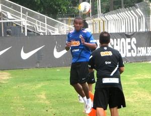 Pinga no treino do Santos (Foto: Marcelo Hazan / Globoesporte.com)