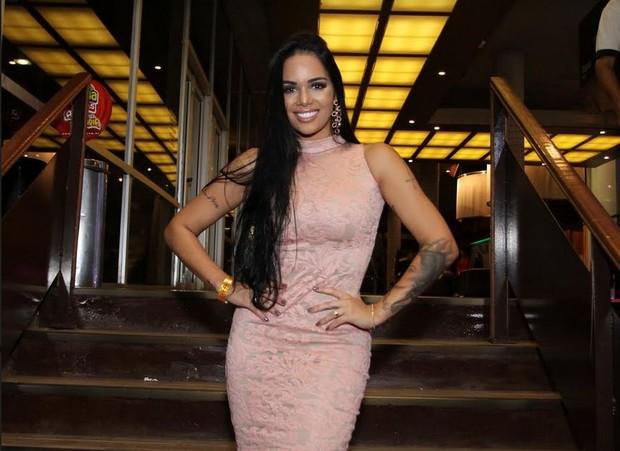 Mayara, ex-BBB, vai a show de Luan Santanna (Foto: Thyago Andrade/AgBrazil News)