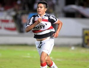 Leozinho,meio-campo do Santa Cruz (Foto: Aldo Carneiro/Pernambuco Press)