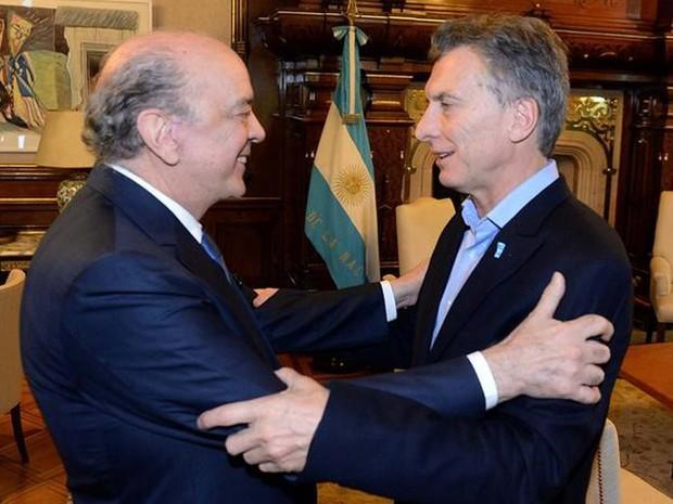 Ministro das Relações Exteriores do Brasil, José Serra, e o presidente argentino Mauricio Macri, se encontram nesta segunda-feira (23) em Buenos Aires (Foto: REUTERS/Divulgação)