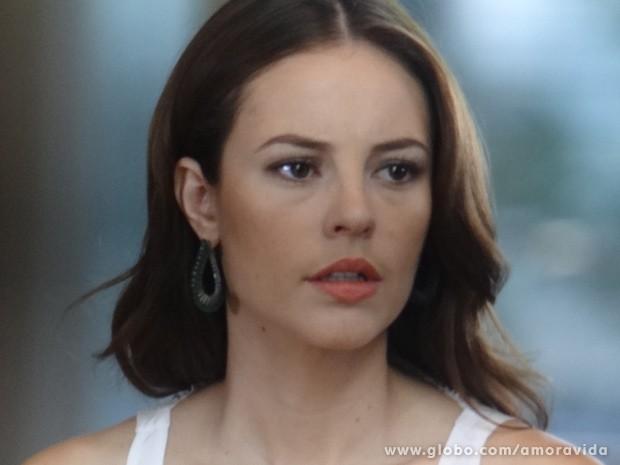 Ela fica surpresa ao encontrar o ex (Foto: Amor à Vida / TV Globo)