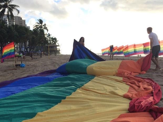 Praia de Boa Viagem também recebeu ato pelo Dia Internacional do Orgulho LGBTT  (Foto: Aslan Cabral/Arquivo pessoal)