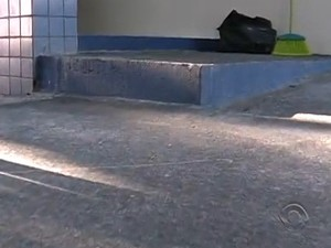 No final da rampa tem degrau (Foto: Reprodução/RBS TV)