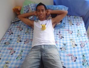 Pikachu e o personagem de sesenho animado que lhe rendeu o apelido (Foto: Gustavo Pêna/GLOBOESPORTE.COM)