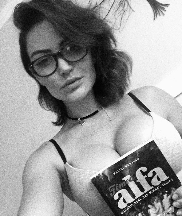 Laura Keller e sua leitura (Foto: instagram)