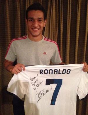 508edefacd Rony Lopes (Foto  Reprodução   Facebook) Rony Lopes exibe camisa autografada  ...