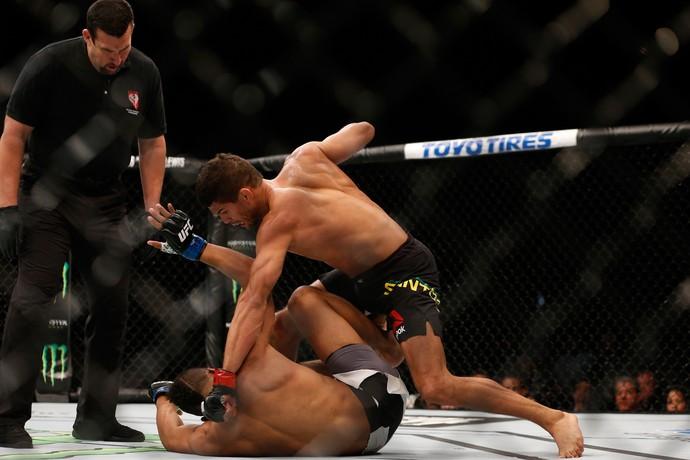 Léo Santos nocauteou rival neste sábado (Foto: Getty Images)