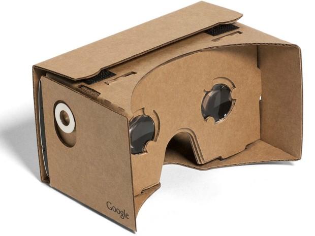 Google Cardboard, óculos de realidade virtual feito com papelão; modelo é gratuito e pode ser reproduzido em outros materiais (Foto: Google/Divulgação)