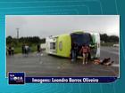 Ônibus com 38 passageiros tomba em município dos Campos Gerais