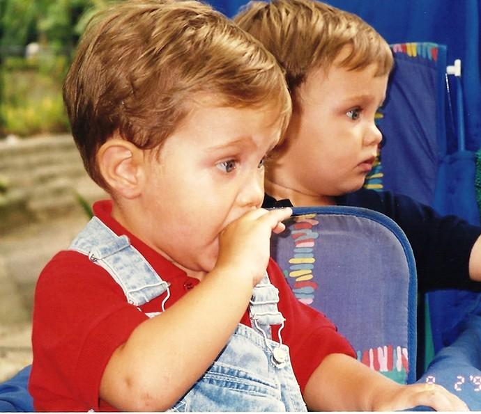 Os meninos, ainda bebês, na época do remake de 'Anjo Mau' (Foto: Arquivo pessoal)