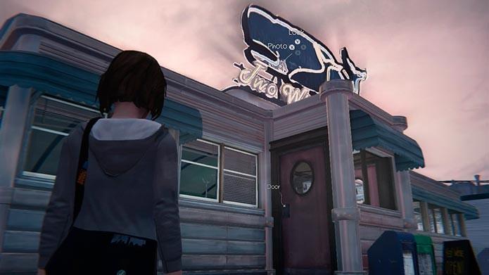 Olhe para o cartaz de baleia que fica em cima da lanchonete (Foto: Reprodução/Tais Carvalho)