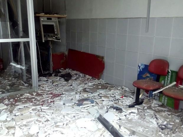 Terminal de autoatendimento foi explodido em Aparecida, na Paraíba (Foto: Felipe Valentim/TV Paraíba)