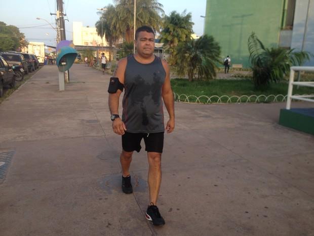 Tenente Arlindo Castro voltou a praticar exercícios após acidente (Foto: John Pacheco/G1)