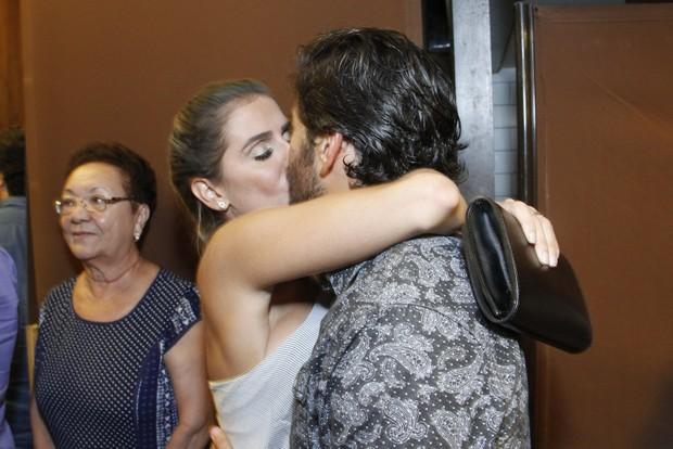 Deborah Secco beija Hugo Moura (Foto: Marcos Ferreira/Brazil News)