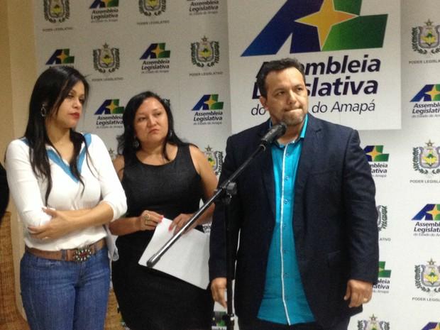 Deputados concederam entrevista coletiva sobre suposta renúncia de Kaká Barbosa (Foto: Abinoan Santiago/G1)