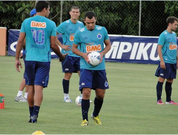 Ceará treina cobranças de falta (Foto: Marco Antônio Astoni / Globoesporte.com)