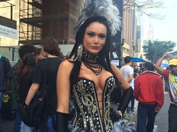 Daniela Marquezine, 27 anos, participa pela quinta vez da Parada LGBT e pela primeira vez no Trio das Trans (Foto: Gabriela Gonçalves/G1)