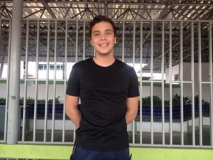 Kayamm Lima, de 19 anos, disse que se surpreendeu com o tema da redação do Enem 2016: esperava que fosse sobre impeachment (Foto: Jackson Félix/G1 RR)