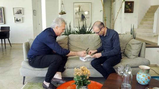 Pedro Bial discute o mal da humanidade com o escritor Yuval Noah Harari
