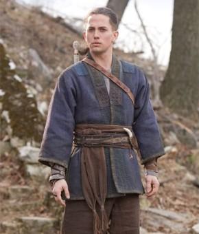 Reconhece o ator? Bem diferente do vampiro Jasper, não? (Foto: Divulgação / Reprodução)