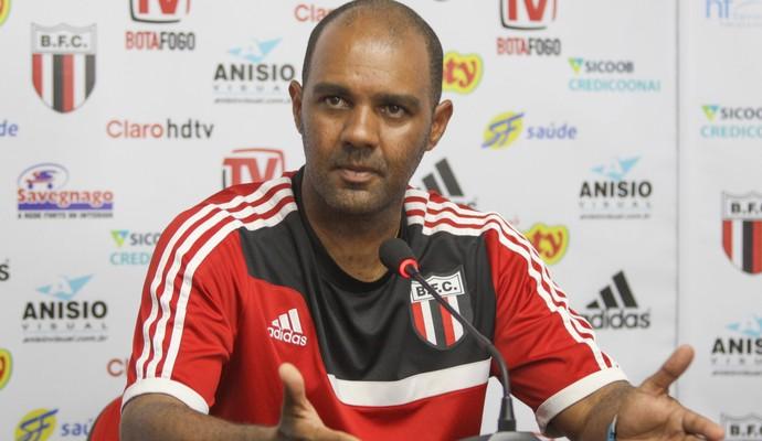Alexandre Ferreira, técnico do Botafogo-SP (Foto: Rogério Moroti/Agência Botafogo)