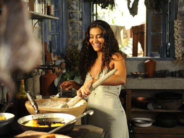 Juliana Paes já grava cenas como a cozinha de Nacib (Foto: TV Globo / Estevam Avellar)