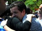 Famílias de vítimas de voo da Egyptair esperam angustiadas por notícias