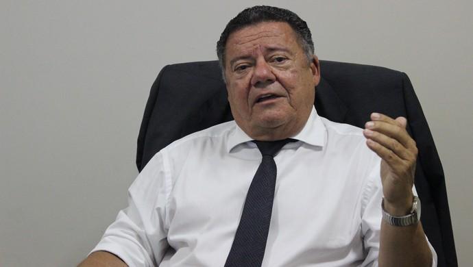 Teodoro de Castro Lino - comentarista TV Anhanguera (Foto: Fernando Vasconcelos / Globoesporte.com)