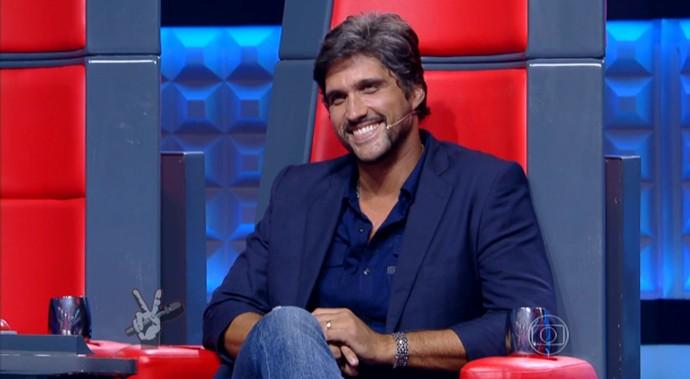 Leo fica todo sorridente após apresentação de participante no The Voice Kids (Foto: Tv Globo)