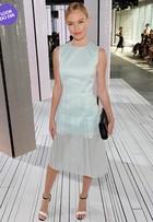 Look do dia: Kate Bosworth aposta em vestido azul claro com transparência