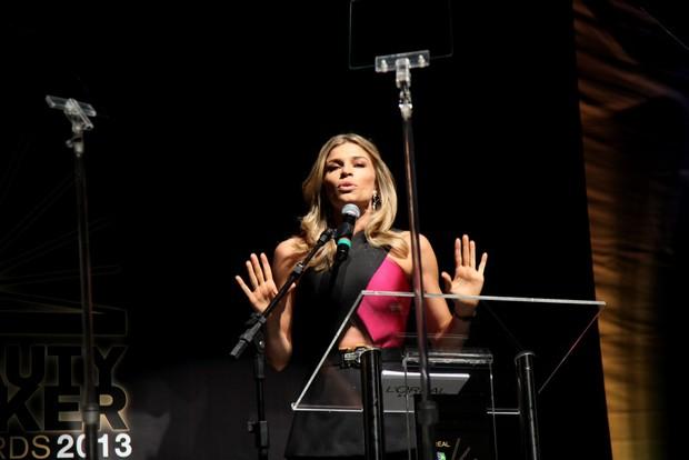 Grazi Massafera apresenta prêmio (Foto: Claudio Andrade / Foto Rio News)