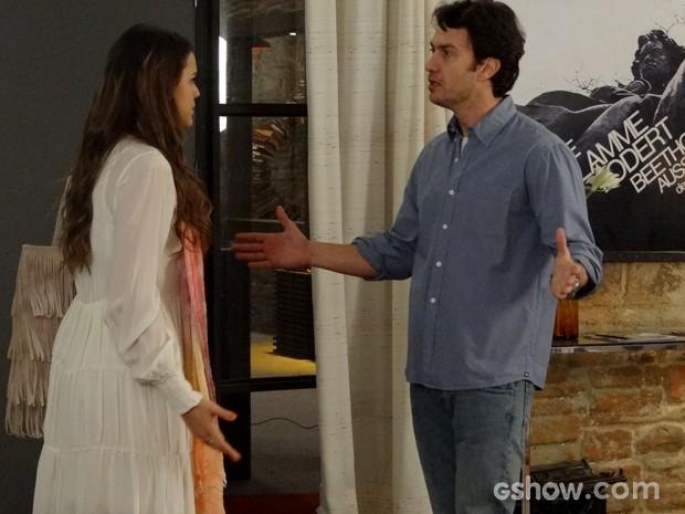 Laerte e Luiza discutem e gritam um com o outro (Foto: Em Família / TV Globo)