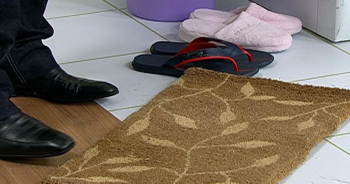 b6585927a Bem Estar - Veja o passo a passo para manter seus sapatos limpos e  organizados