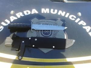 Faca encontrada com adolescente em colégio de Volta Redonda (Foto: Divulgação/Guarda Municipal VR)