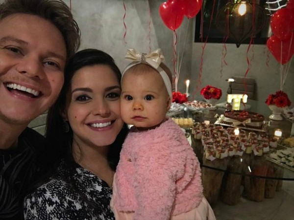 Michel Teló, Thais Fersoza e Melinda (Foto: Reprodução / Instagram)