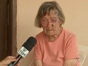 Iraci Botschauer, de 80 anos, foi agredida durante tentativa de assalto (Foto: Reprodução/TV TEM)