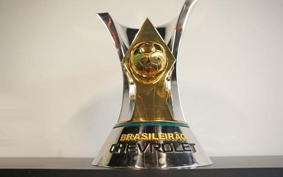 Taça do Campeonato Brasileiro de 2015 (Foto: Rafael Ribeiro / CBF)