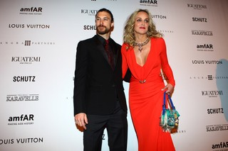Martin Mica e Sharon Stone no baile amfAR (Foto: Iwi Onodera / EGO)