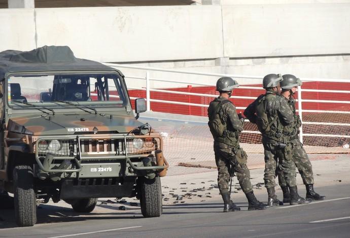 Treinamento militares Beira-Rio Porto Alegre (Foto: Tomás Hammes/G1)