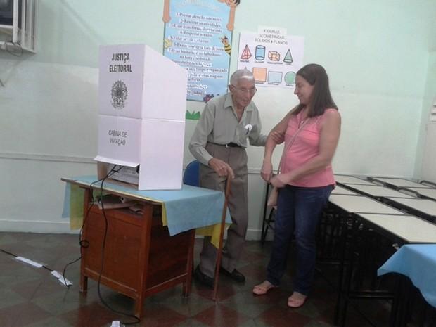 José dos Santos diz que não deixa de votar, apesar da idade (Foto: Michelly Oda / G1)