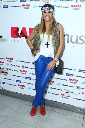 Lívia Lemos em show no Rio (Foto: Raphael Mesquita/ Foto Rio News)