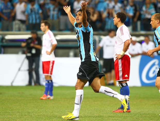 Moreno marca na inauguração da Arena do Grêmio (Foto: Lucas Uebel/Divulgação, Grêmio)