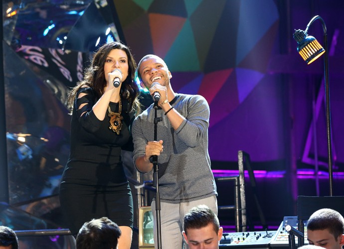 Laura Pausini canta com o tenor Jean William no Altas Horas (Foto: Carol Caminha/Gshow)