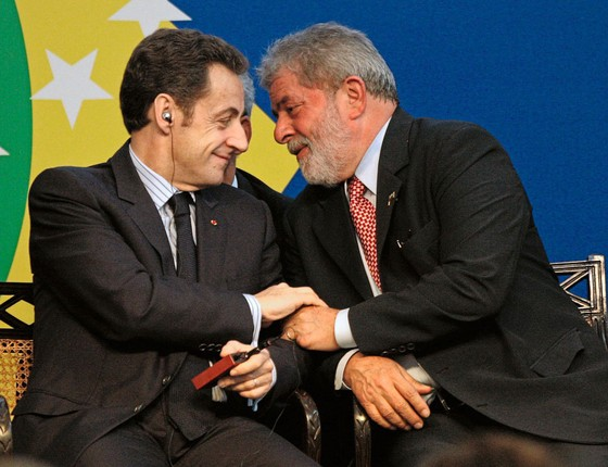 Os ex-presidentes Lula e Nicolas Sarkozy em 2008.Hoje ambos são investigados por corrupção (Foto:  Sergio Moraes/REUTERS)
