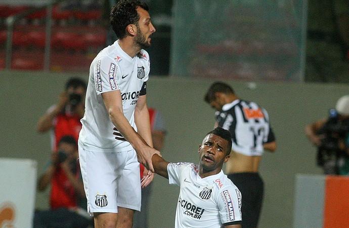Cicinho Santos x Atlético-MG (Foto: Leo Fontes / Agência Estado )