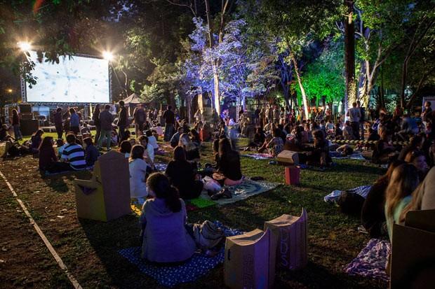 Jardins do Museu da Casa Brasileira ganham telão para exibição de documentário sobre arquiteta Lina Bo Bardi (Foto: Divulgação)